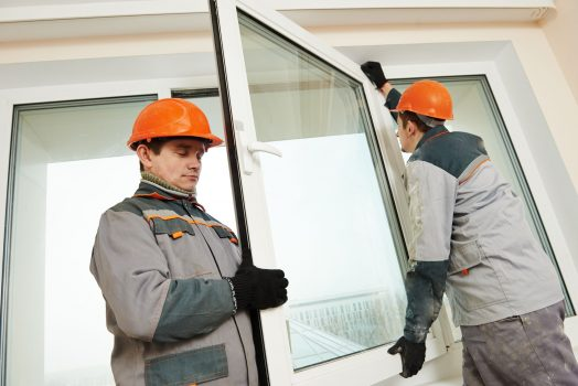 montaż okna przy użyciu pianki